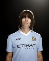 Liam-Gallagher-Manchester-City-maillot-domicile-2011-2012
