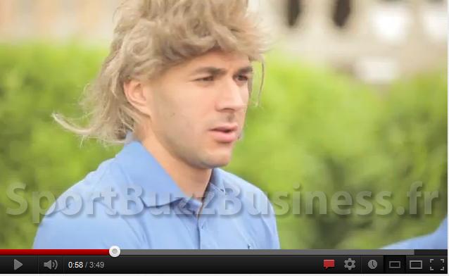 Benzema avec une perruque blonde… Découvrez le camion du bonheur Coca Cola !