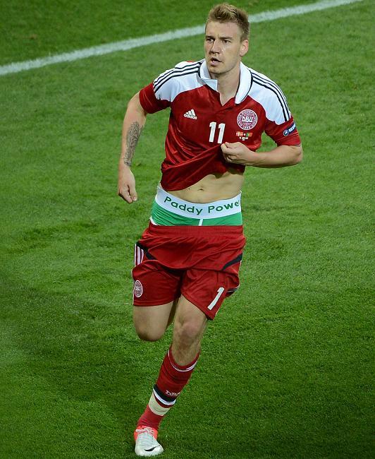 Euro 2012 : 100 000€ d'amende pour Bendtner et son caleçon Paddy Power (ambush marketing)