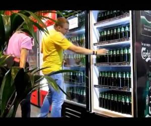 Un frigo de bières Carlsberg dévalisé par des journalistes à l'Euro 2012