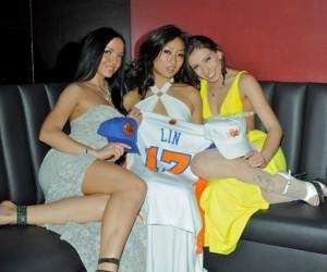 Des stripteaseuses du Rick's Cabaret de New York s'opposent au départ de Jeremy Lin