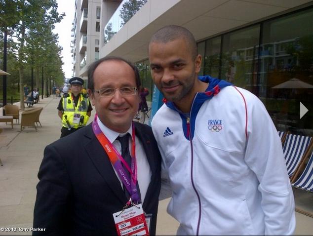 Twitpic : Tony Parker pose avec le Président de la République François Hollande