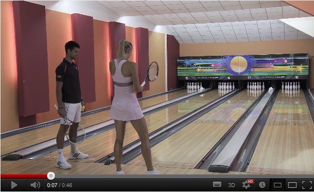 Maria Sharapova et Novak Djokovic testent le Tennis Bowling