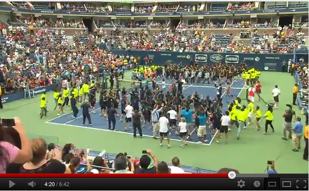 Tennis-US Open 2012 : Novak Djokovic participe au Flash Mob « Call me Maybe »