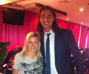 Twitpic : Laure Boulleau (PSG Féminin) pose avec Zlatan Ibrahimovic