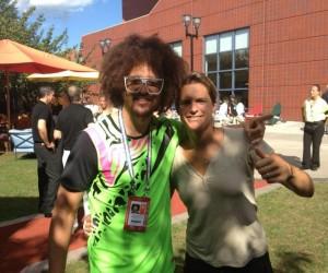 Twitpic : Amélie Mauresmo pose avec RedFoo du groupe LMFAO