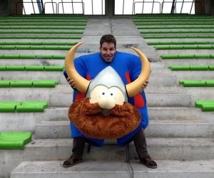 Le Community Manager du SM Caen invite Boris Helleu à se glisser dans la peau de la mascotte du club