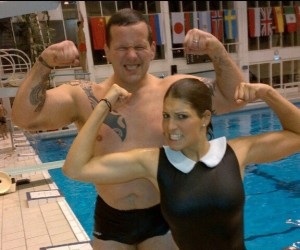Twitpic : Christian Califano en maillot de bain avec Laury Thilleman, Miss All Blacks 2013 (Splash)