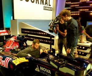 Twitpic : Ali Badou teste la Formule 1 sur le plateau du Grand Journal de Canal+ ce soir