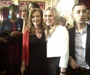 Twitpic : Marlène Harnois pose avec Valérie Trierweiler à l'Elysée