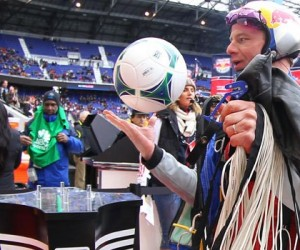 MLS – New York Red Bulls : Le ballon de match arrive depuis les airs !