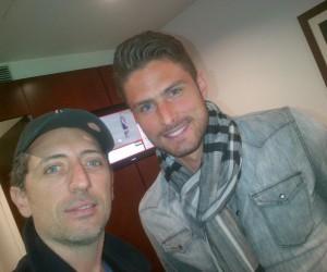 Twitpic – Gad Elmaleh pose avec Olivier Giroud : «J'ai trouvé le blond !!!!»