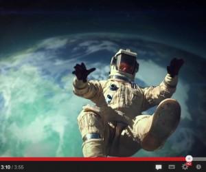 Monster Energy parodie Red Bull et le saut dans le vide de Felix Baumgartner ! (Red Bull Stratos)