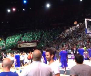 La Danse de l'épaule de Cyril Hanouna enflamme Bercy et la Coupe de France de Basket