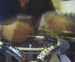 Roland Garros 2013 – Une raquette Babolat cordée en moins de 30 secondes (Timelapse)