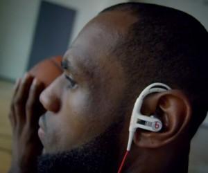 LeBron James dans la nouvelle publicité des casques Beats by Dre (Powerbeats)