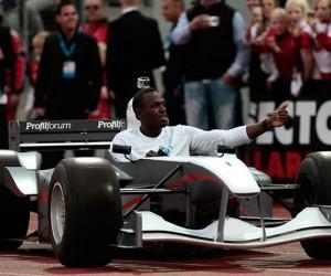Usain Bolt conduit une Formule 1 électrique sur la piste du Meeting d'Oslo