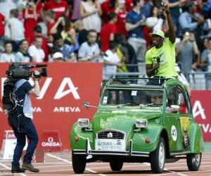 Usain Bolt dans une 2CV au MEETING AREVA : «Très belle opération de communication pour 4 roues sous 1 parapluie»