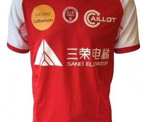 Le logo du sponsor maillot du Stade de Reims écrit en mandarin pour la réception de l'AS Monaco