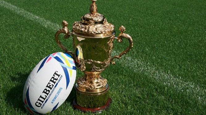 Le hashtag rwc2015 s 39 affiche sur le ballon de la coupe du - Qui a gagner la coupe du monde de rugby 2015 ...