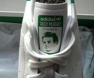 Twitpic – Andy Murray et sa paire d'adidas Stan Smith à son effigie !