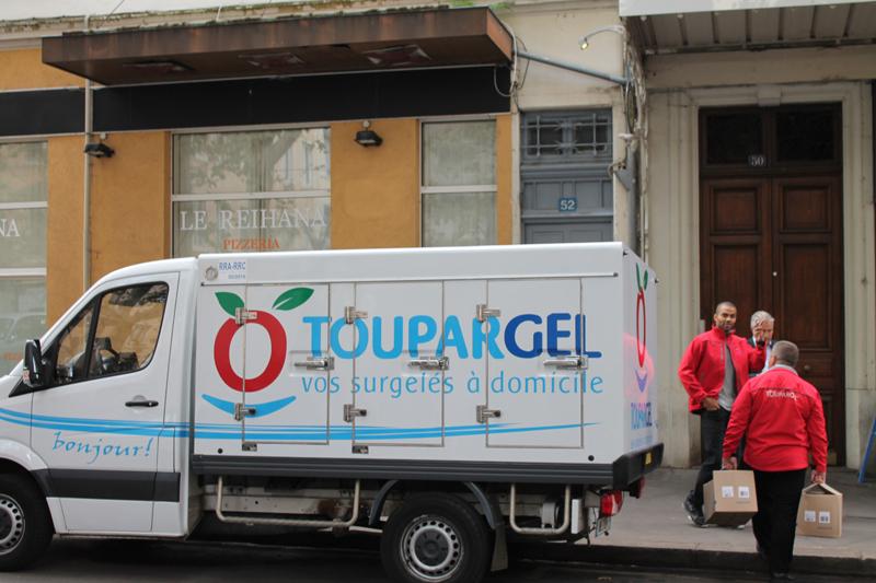 Tony Parker joue au livreur de surgelés Toupargel à Lyon ...