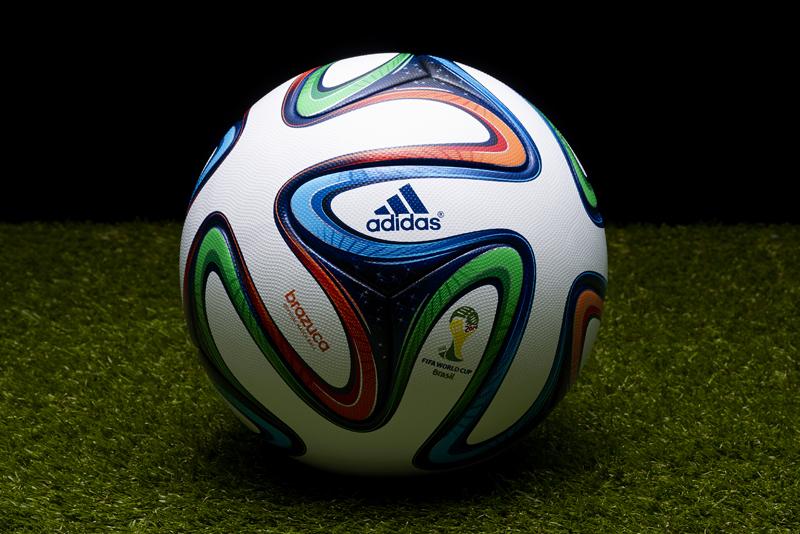 Show 3D pour la présentation de brazuca, ballon officiel ...
