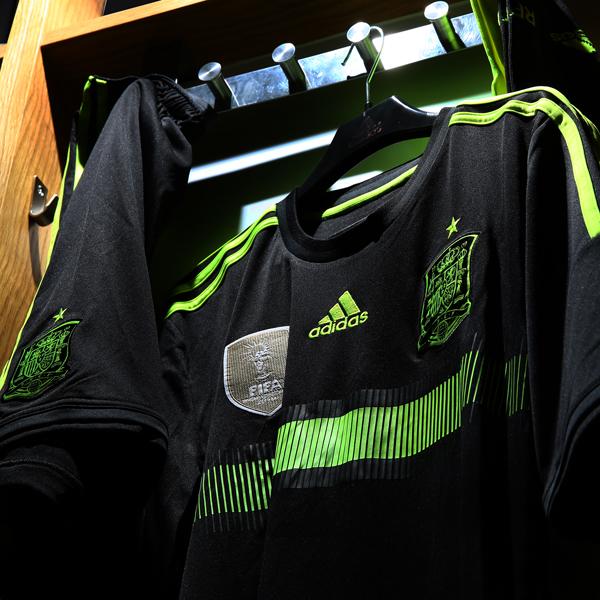 Coupe du monde 2014 les maillots away de l 39 espagne l 39 allemagne l 39 argentine et la russie adidas - Coupe du monde espagne 2014 ...