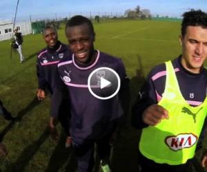 Le 12ème Homme : Le célèbre Fan des Girondins de Bordeaux Claude Pèze s'entraîne avec les joueurs ! (vidéo sponsorisée)