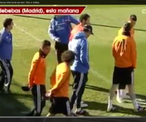 Nike ou adidas ? Cristiano Ronaldo et Xabi Alonso débattent à l'entraînement !