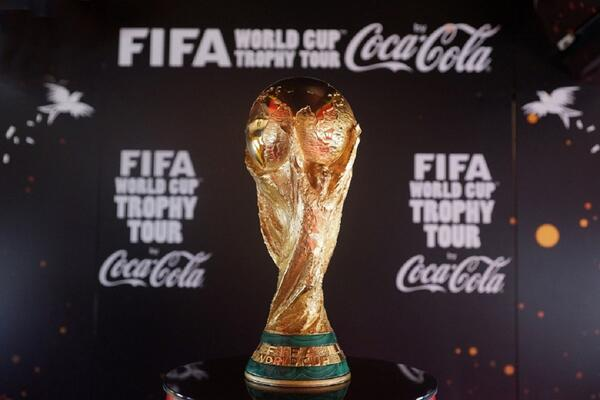 fifa world cup trophy tour 2014 Paris coca-cola