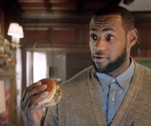 LeBron James dans la publicité McDonald's du Bacon Clubhouse sandwich