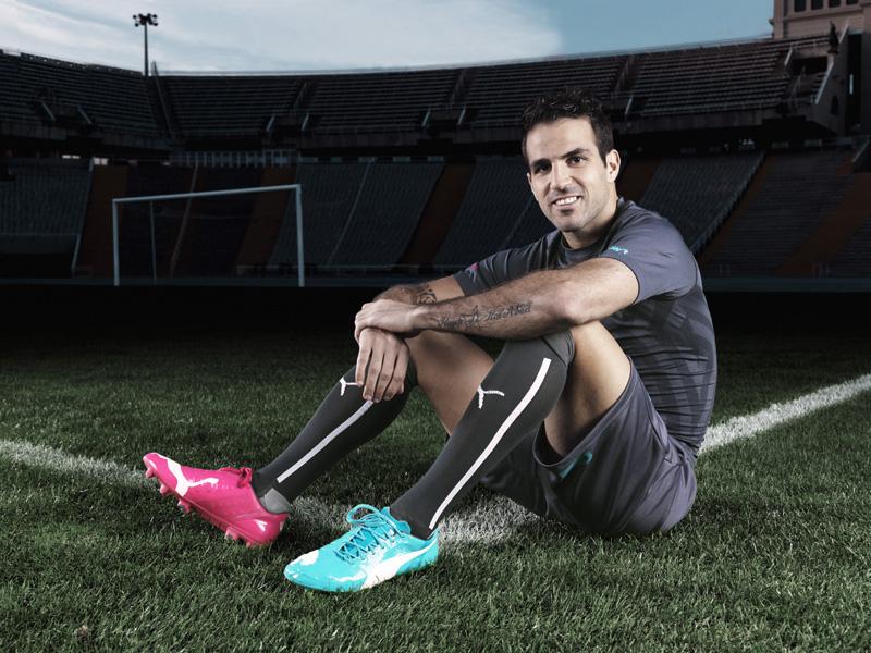 Cesc Fabregas boots world cup 2014 PUMA evoPOWER Tricks  pink blue rose et bleue coupe du monde 2014