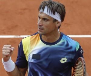 Roland-Garros 2014 – David Ferrer arrive sur le court avec une tenue non conforme à la règlementation sponsoring