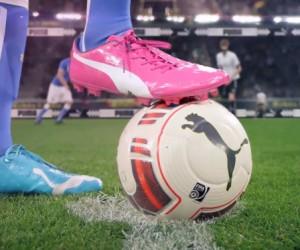 Une chaussure bleue au pied gauche et une chaussure rose au pied droit ! Puma ose pour la Coupe du Monde 2014