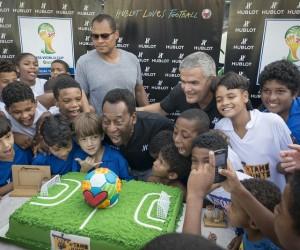Pelé inaugure un terrain de football construit par Hublot au coeur de la favela Jacarezinho à Rio de Janeiro