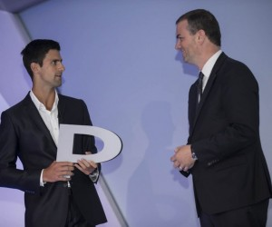 Peugeot offre la lettre P de son logo à Djokovic en clin d'oeil au dernier Roland-Garros
