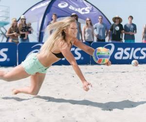 «The Kerri Cannon»: Asics et son canon vous défie au beach-volley