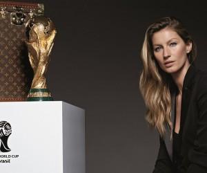 Le Top model Gisele Bündchen apportera le Trophée de la Coupe du Monde 2014 dans la Malle Officielle Louis Vuitton lors de la Finale