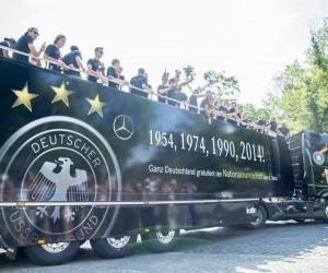 Le logo Mercedes comme 4ème étoile de Champion du Monde de l'Allemagne