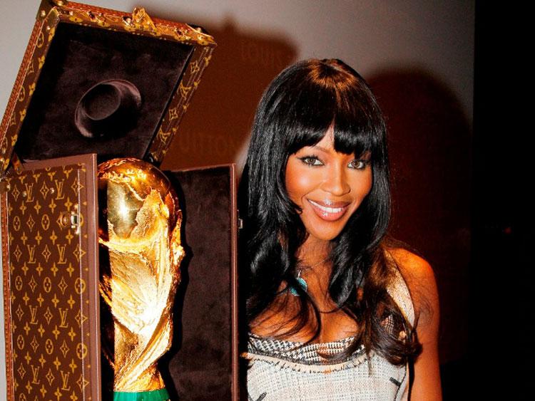 malle trophée coupe du monde 2010 naomi-campbell