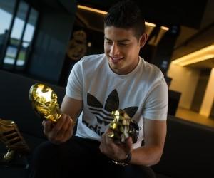 Mondial 2014 – James Rodriguez reçoit son Soulier d'Or adidas et une paire d'adizero f50 collector en or