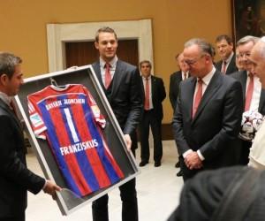 Le Bayern Munich offre 1 million d'euros au Pape François lors de sa visite au Vatican