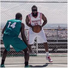 BBVA prolonge son partenariat avec la NBA et réalise une pub avec un James Harden aveugle et Kevin Durant