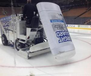 NHL – Un stick de déodorant Right Guard placé à l'arrière de la Zamboni des Maples Leafs de Toronto