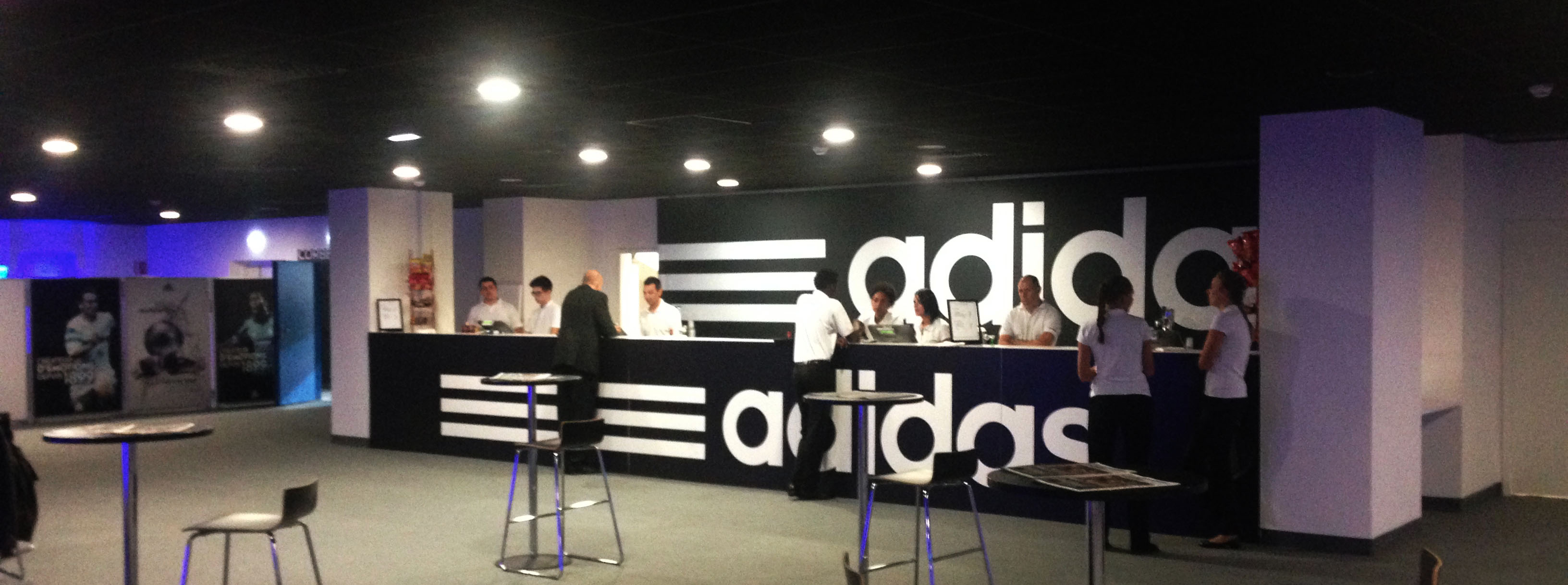 Salon Club Adidas OM