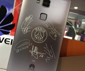1 499€ le téléphone Huawei aux couleurs du PSG et signé par 5 joueurs