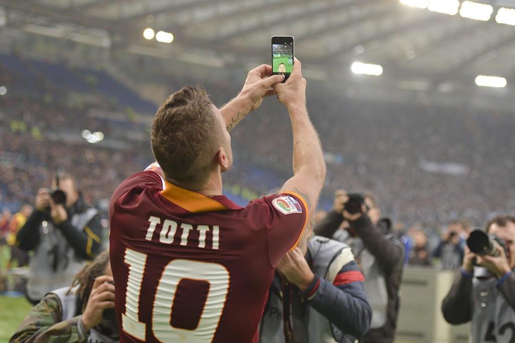 totti selfie as roma