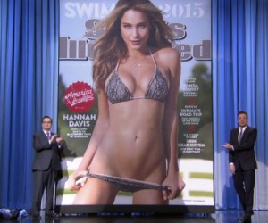 Jimmy Fallon dévoile la couverture 2015 du Sports Illustated Swimsuit avec Hannah Davis