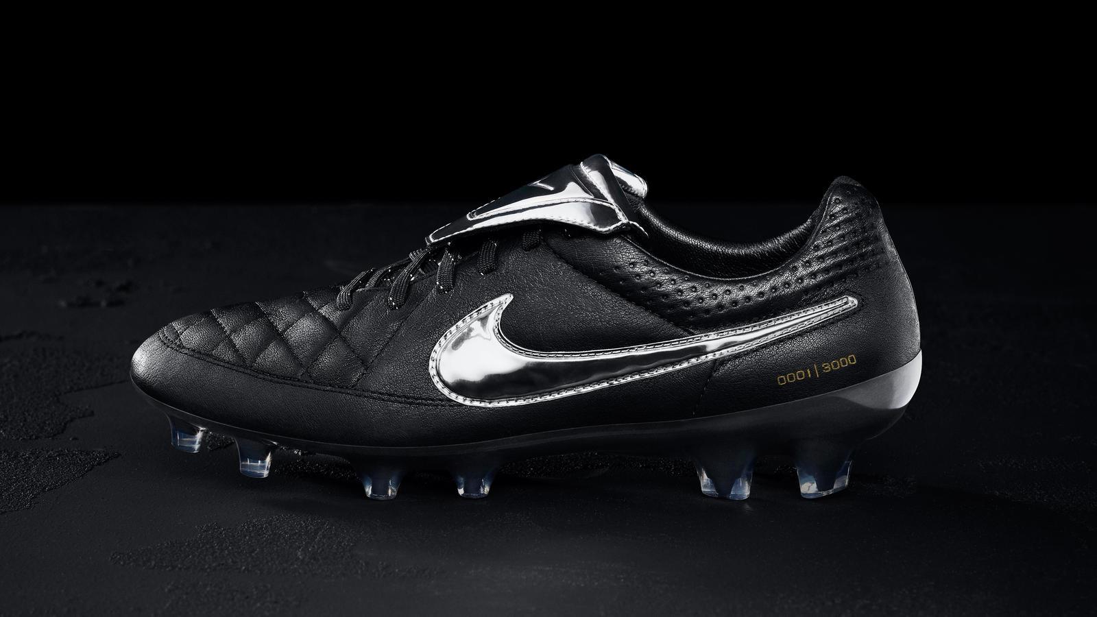 les nouvelles chaussures nike tiempo legend v premium de francesco totti disponible  u00e0 3 000